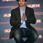 Hugh Dancy en el Birraseries de promoción de Hannibal