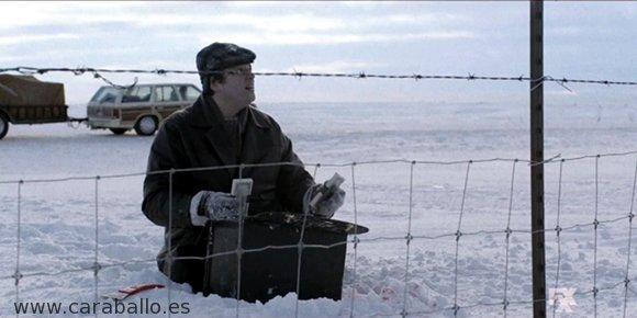 Fargo - Tragando con la culpa. Stavros Milos. el maletín millonario y la rasqueta roja