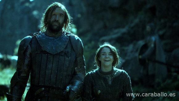 Juego de Tronos - La Montaña y la Víbora. Arya se ríe del chasco del Perro