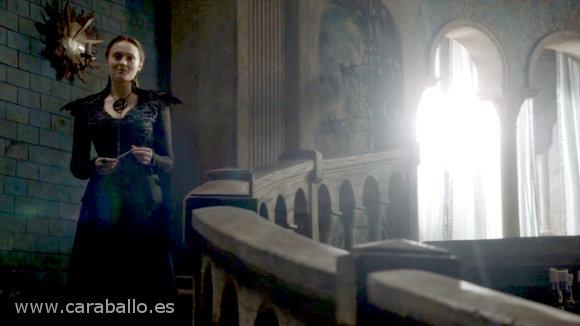 Juego de Tronos - La Montaña y la Víbora. Sansa Stark vestida como la Bruja de Blancanieves