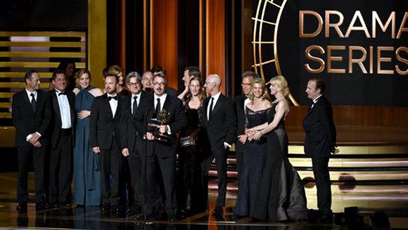 El equipo de Breaking Bad gana Emmy 2014 a mejor serie dramática