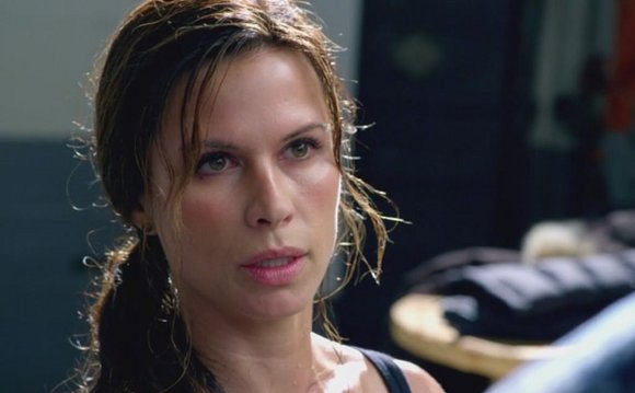 The Last Ship - Rhona Mitra es la doctora Rachel Scott
