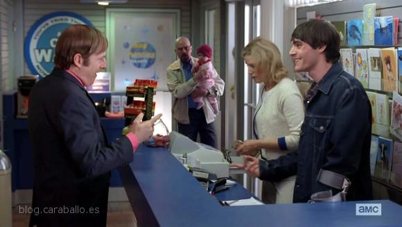 """Breaking Bad 5x13. To'hajiilee. Saul con la familia White al completo. """"Si bebes, no conduzcas. Pero si lo haces, llámame."""""""