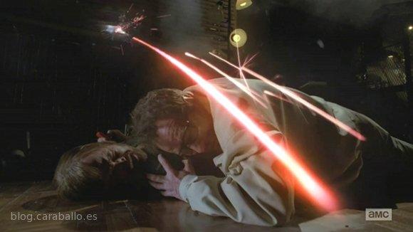 Breaking Bad Finale. Episodio 5x16. Felina. Walter protegiendo a Jesse.