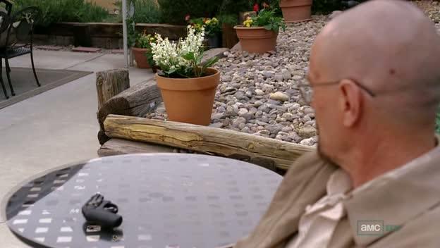"""El revólver apunta a los Lirios del Valle en el capítulo S04E12 """"End Times""""."""