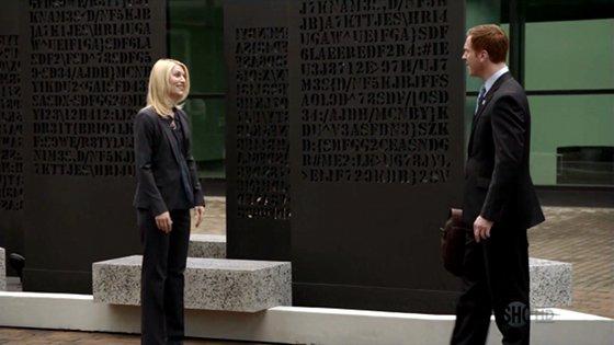 Carrie y Brody a las puertas de la sede de la CIA.