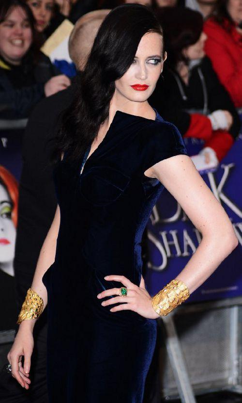 """Eva Green en la Premiere de """"Sombras tenebrosas"""""""