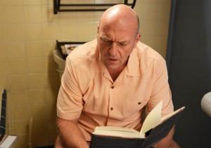 Hank en una lectura inoportuna.