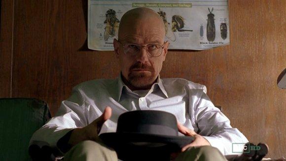 Heisenberg ya no se separa de su negro sombrero.