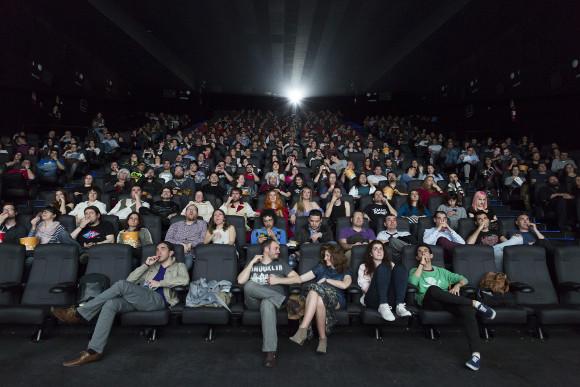 Juego de Tronos - Cuarta Temporada. Siete estrenos en siete cines. La sala de los cines Cinesa Proyecciones de Madrid llena hasta reventar