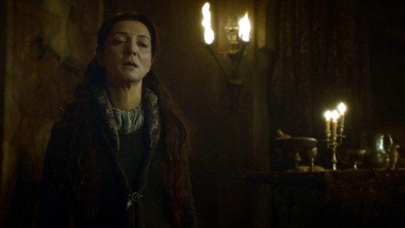 Juego de Tronos - Las Lluvias de Castamere. Cat contempla la desgracia de su familia