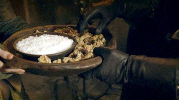 Juego de Tronos - Las Lluvias de Castamere. La ancestral ceremonia de la hospitalidad con el pan y la sal