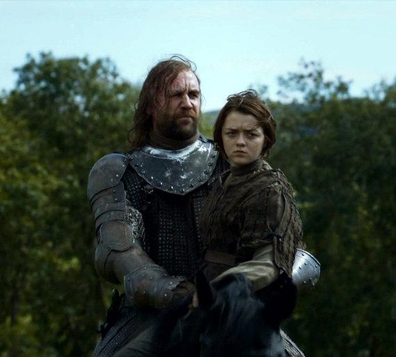 Juego de Tronos - Second Sons. Sandor Clegane cabalga con Arya Stark