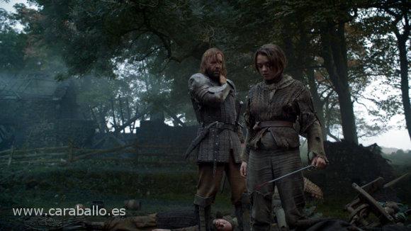 """Juego de Tronos - Sinsonte (Mockingbird). El Perro a Arya: """"Estás aprendiendo"""""""