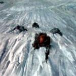 Juego de Tronos - The Climb (El Ascenso). Tormund escala El Muro seguido por Orell, Ygritte y Jon Nieve
