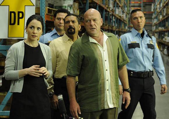 Lydia (Laura Fraser), Steven Gomez (Steven Michael Quezada) y Hank Schrader (Dean Norris)