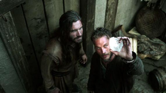 Vikingos - Ritos de Iniciación. Ragnar Lothbrok muestra a su hermano Rollo la llave para navegar a poniente