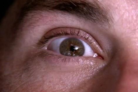 El ojo de Jack... ve un avión en el cielo